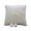 Ručno pleteni vuneni jastuk sa pomponima