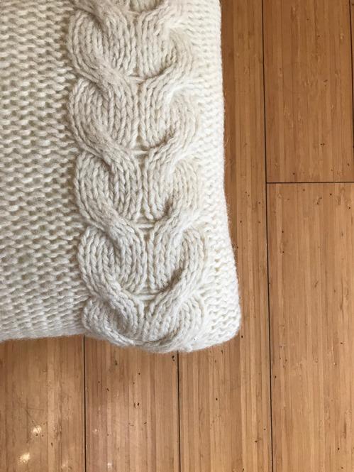Ručno pleteni vuneni jastuci detalj
