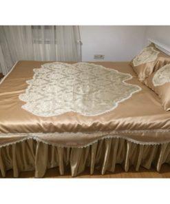 Prekrivač od satena i brokata za bračni krevet
