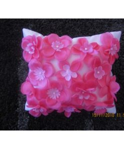 Dekorativni jastuk sa ručno ušivenim 3 D cvetovima