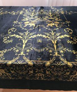 Alnada svečani stolnjaci Crni pliš sa zlatnim lavom