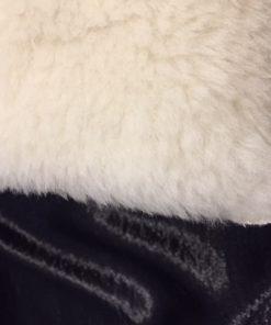 Jastuk od eko krzna detalj
