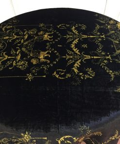 Okrugli plišani stoljnjak sa zlatnim uzorkom