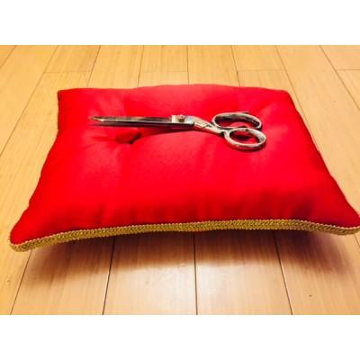 Satensko ceremonijalno jastuče