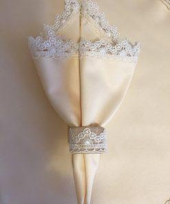 Dekorativna salveta sa prstenom