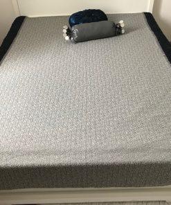 Dupli prekrivač Sivi mebl sa plavim štep satenom