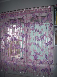 zavesa cvetna ljubičasta