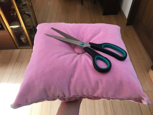 Alnada ceremonijalno jastuče Roze pliš sa makazama