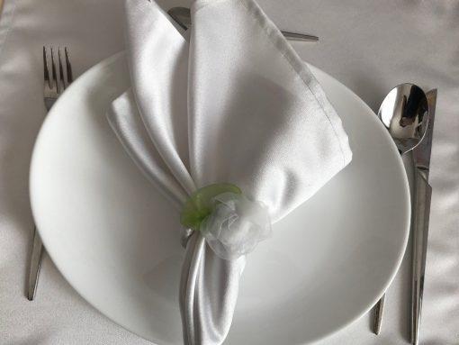 Bele pamučne salvete satenskog sjaja