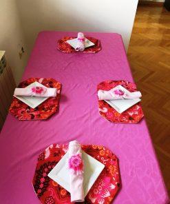 Pamučni roze stolnjak sa salvetamai podmetačima
