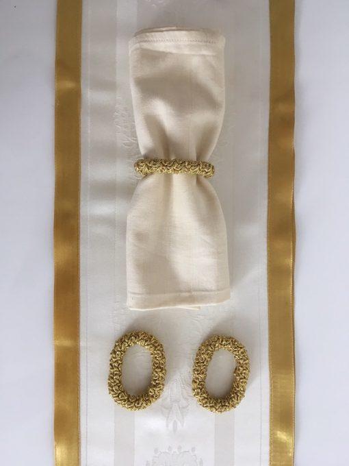 Slavski raner Bež damast sa krunicama i prstenovi