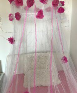 AlNada mrežasti baldahin beli sa ružama i jastukom