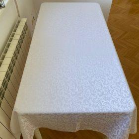 Svečano postavljeni slavski sto