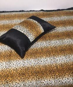 Prekrivač za singl krevet leopard desen detalj jastuk