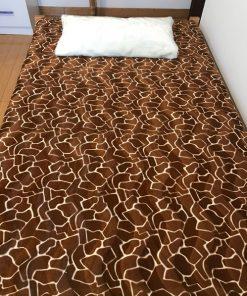 Moderni pokrivači za singl krevete Žirafa sa jastukom od krzna
