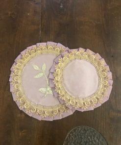 Okrugle šustikle od roze pliša sa čipkom